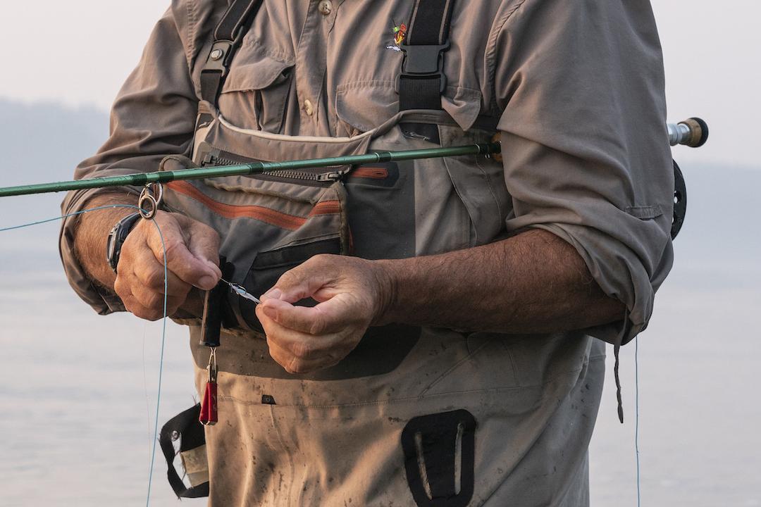 fluefiskeri fiskeri flue fiskestang fiskeknude vand waders