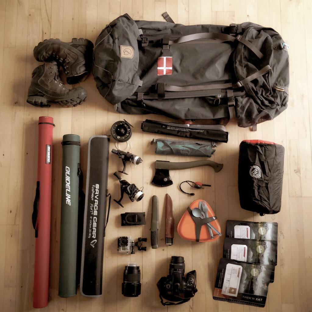 Shelterplads sheltertur shelter pakkeliste rygsæk vandrestøvler kamera spisesæt kniv dolk multitool økse
